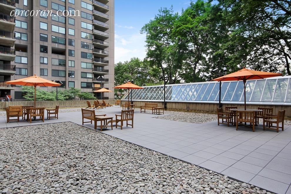 Streeteasy Rivercross At 531 Main Street In Roosevelt Island 727 Sales Rentals Floorplans