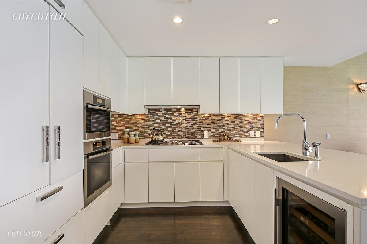 425 West 53rd Street UNIT412 in Hell\'s Kitchen, Manhattan | StreetEasy