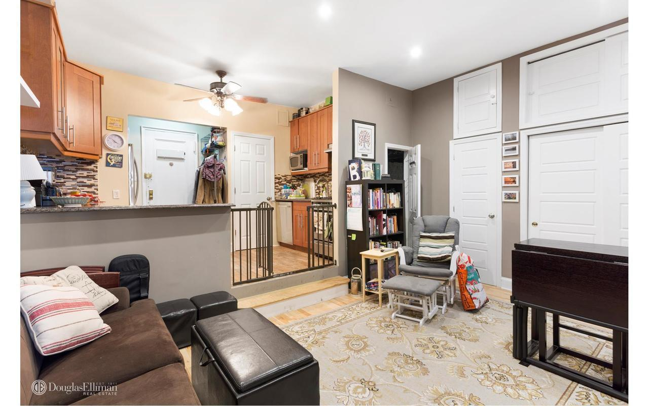 Streeteasy 320 east 86th street in yorkville 4c sales for Living room 86th street brooklyn ny