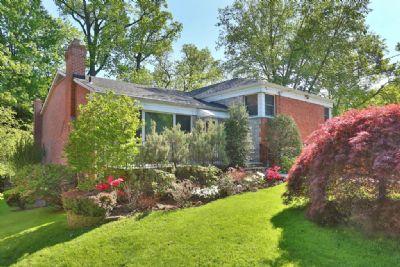 727 west 231st st in spuyten duyvil sales rentals for 3671 hudson manor terrace