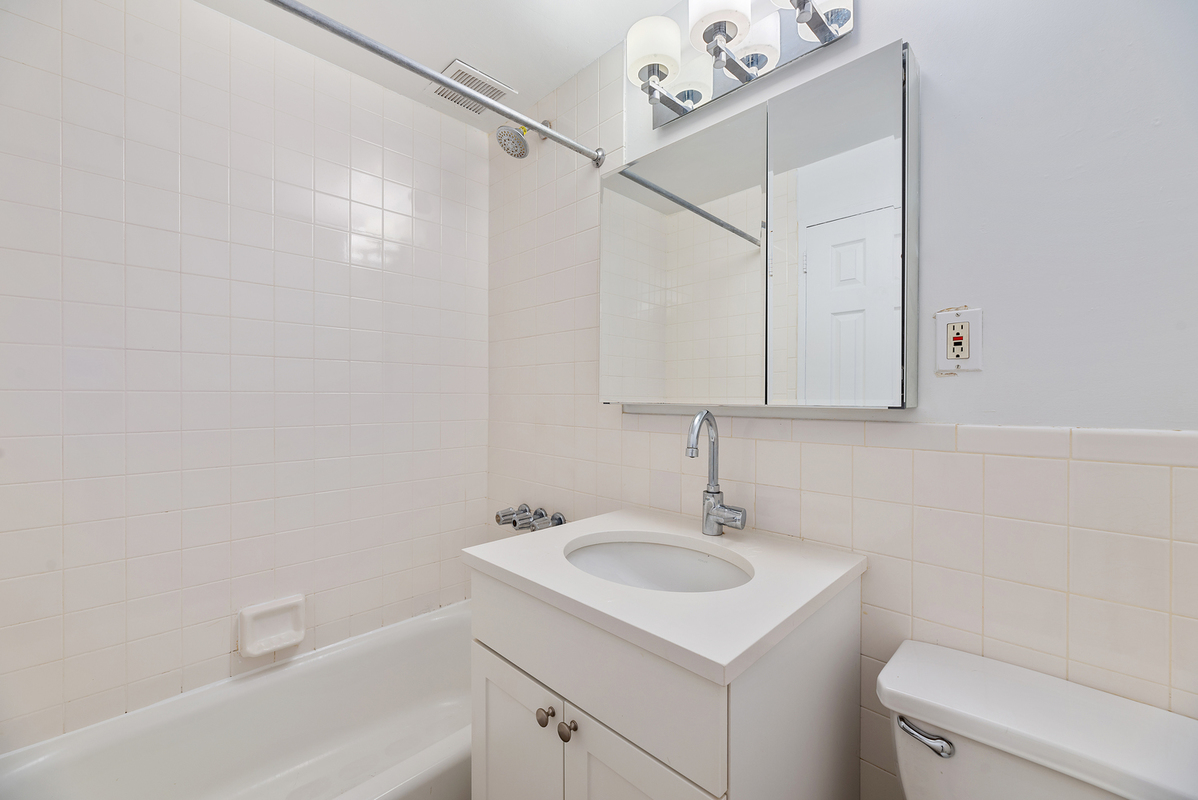 876 Lexington Avenue 2b In Lenox Hill Manhattan Streeteasy
