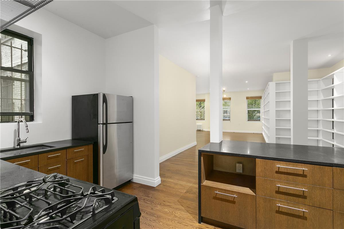 StreetEasy: 255 Eastern Parkway in Crown Heights, A15 - Sales ...