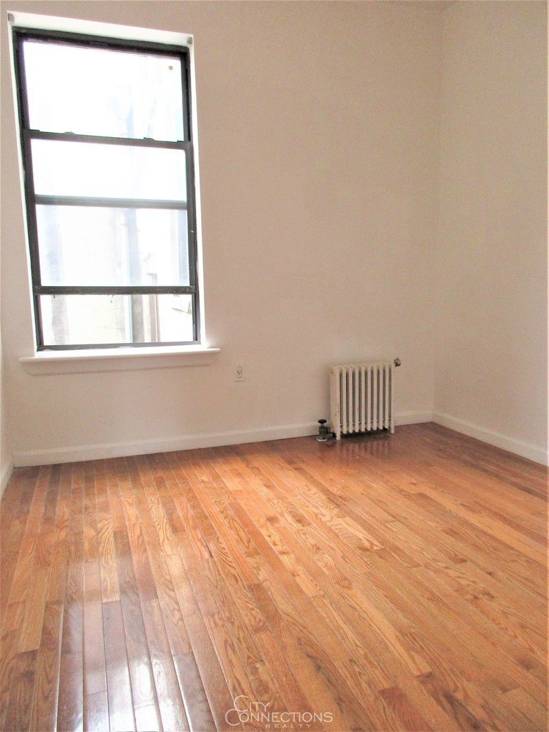 Streeteasy 352 west 46th street in hell 39 s kitchen 6a for Hell s kitchen luxury apartments