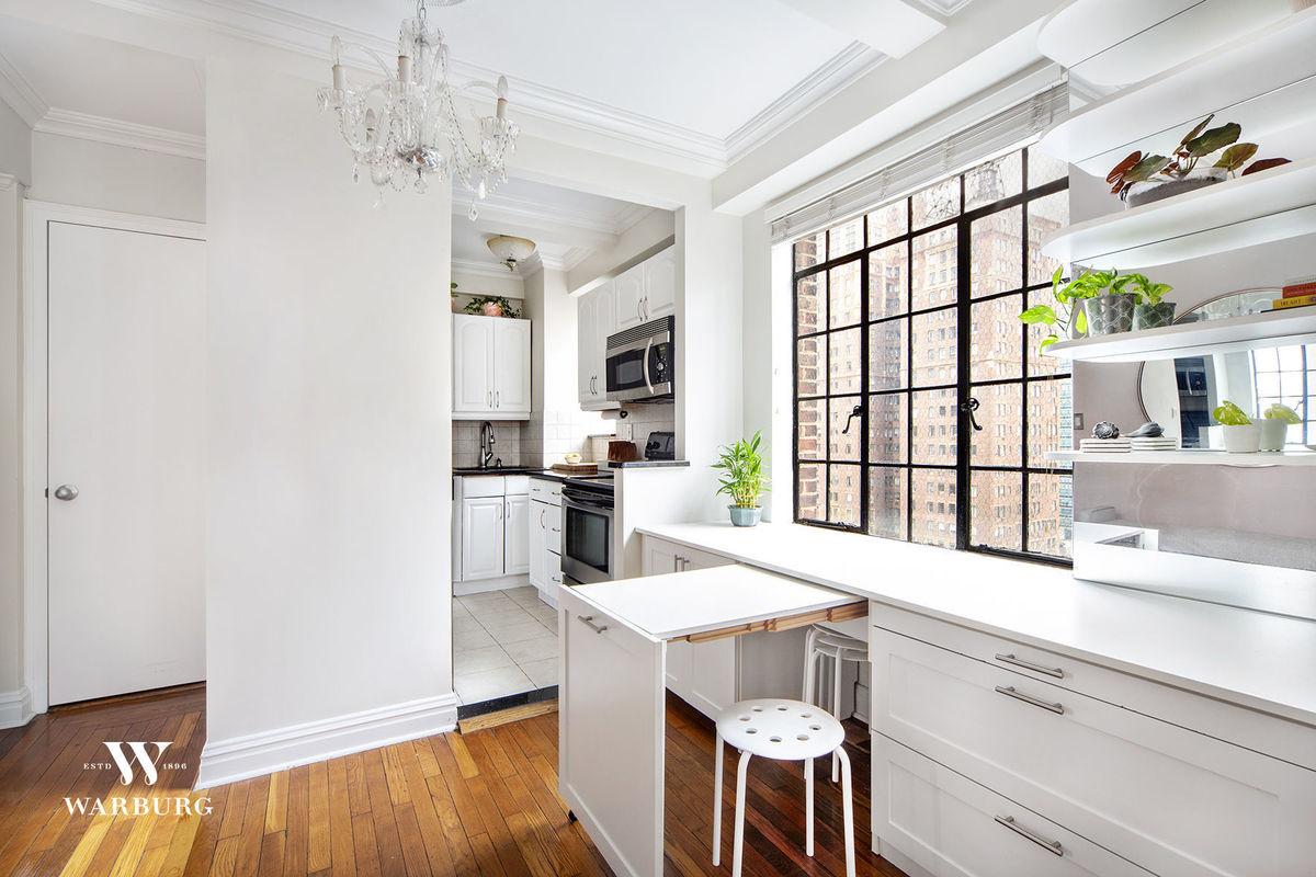 320 East 42 Street, New York, NY, 10017