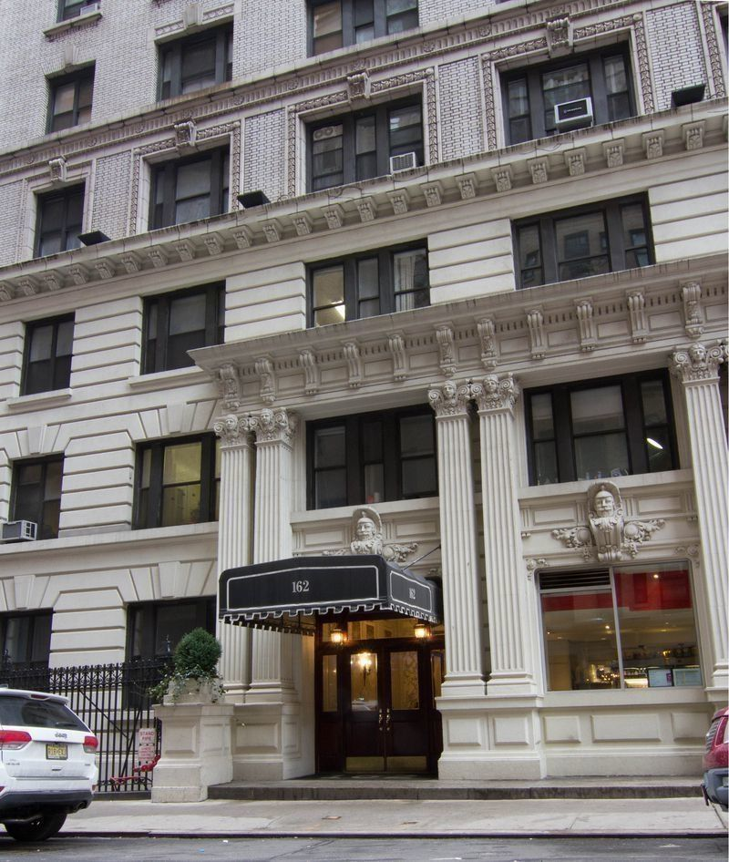 West 54th Apartments: 162 West 54th St. In Midtown, Manhattan