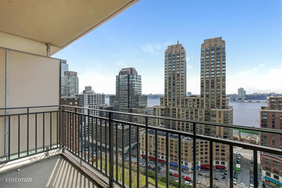 Streeteasy Lincoln Towers At 185 West End Avenue In