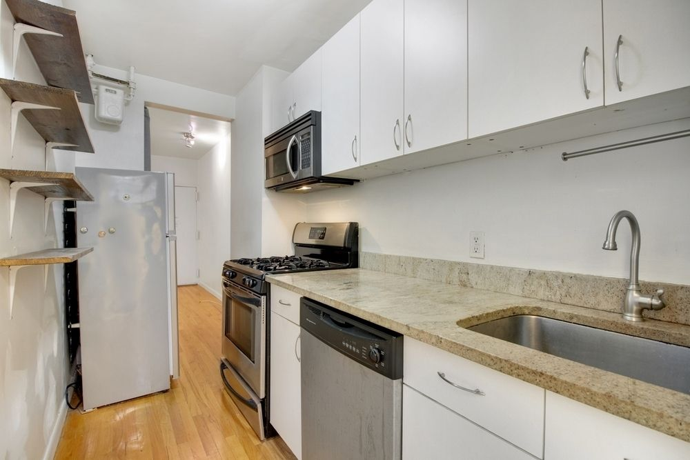 Streeteasy 767 ninth avenue in hell 39 s kitchen 3n for Kitchen design 60035