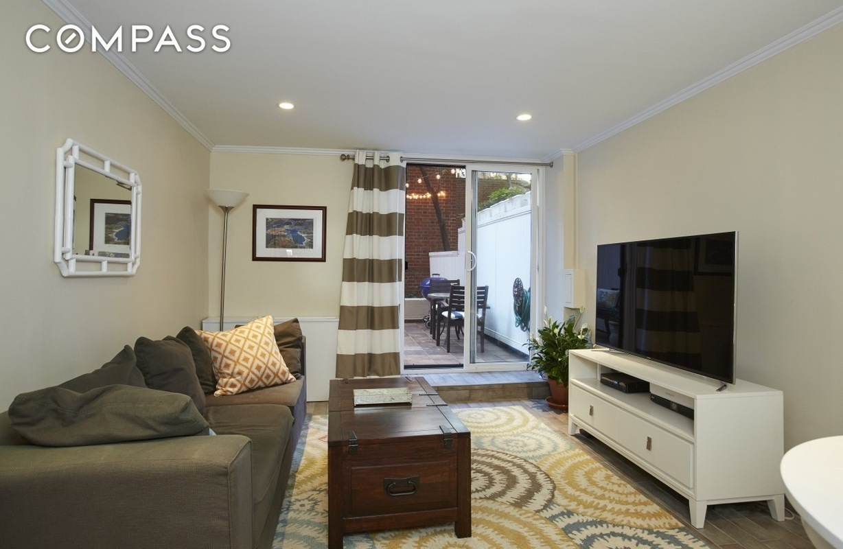 Streeteasy 435 east 86th street in yorkville gc sales for Living room 86th street brooklyn ny