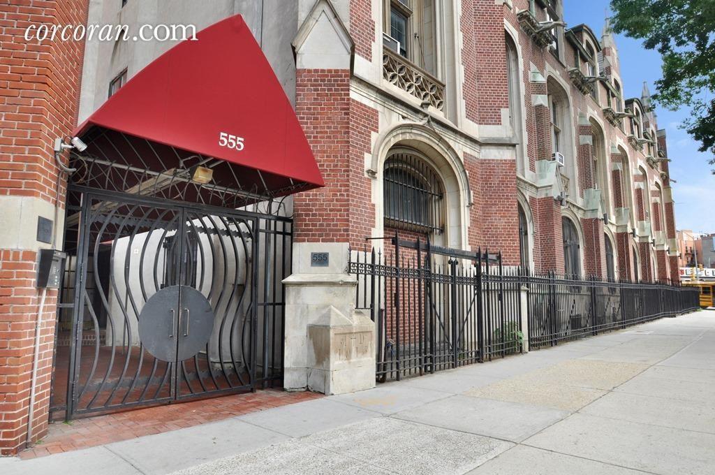 Streeteasy 555 washington avenue in clinton hill 1e for 10 grand army plaza 2nd floor brooklyn ny 11238