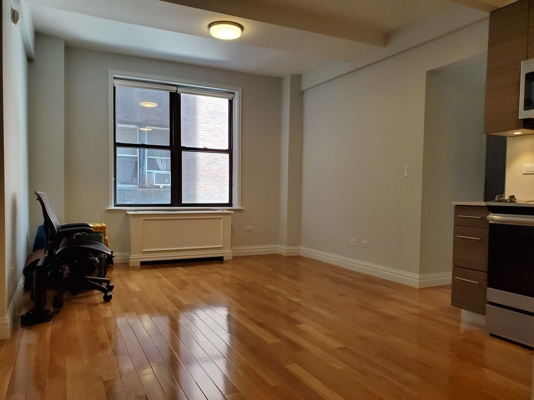 StreetEasy: Stonehenge 70 at 210 West 70th Street in Lincoln
