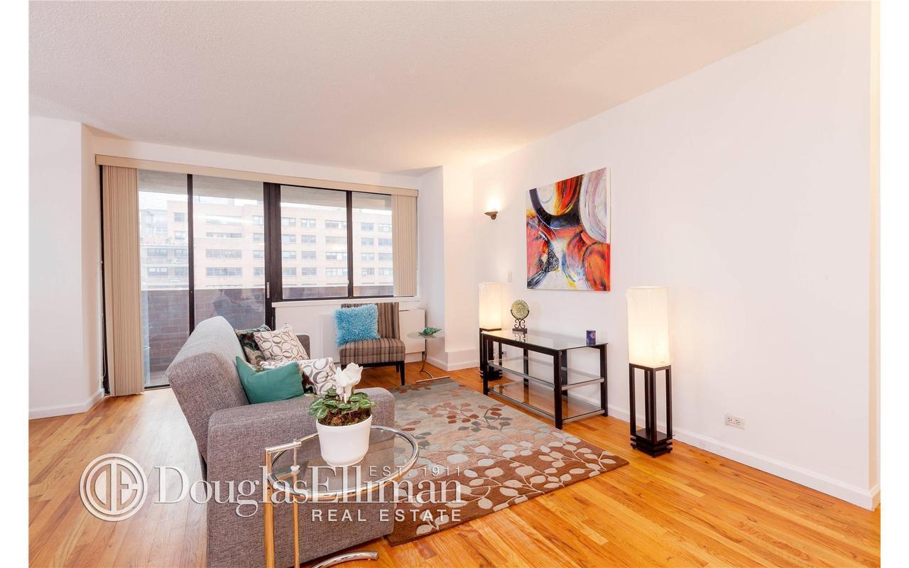 Living Room 86 St streeteasy: 233 east 86th street in yorkville, #8c - sales