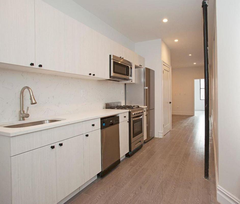 StreetEasy: 824 Ninth Avenue In Hell's Kitchen, #3FN