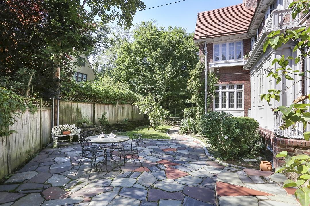 140 Greenway North in Forest Hills : Sales, Rentals, Floorplans ...