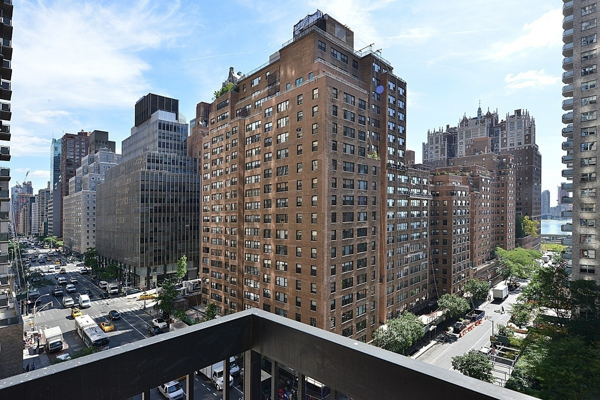 Streeteasy The Highpoint At 250 East 40th Street In