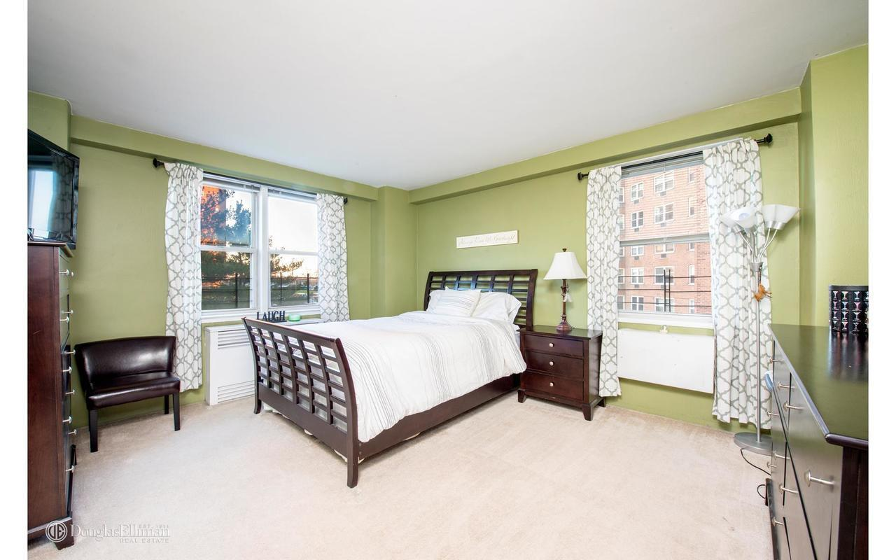 One Bedroom Apartments In The Bronx Streeteasy Skyview At 5700 Arlington Avenue In Riverdale