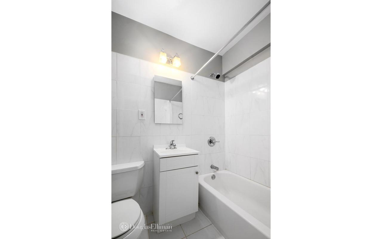 Streeteasy 408 west 57th street in hell 39 s kitchen 10k for Hell s kitchen luxury apartments