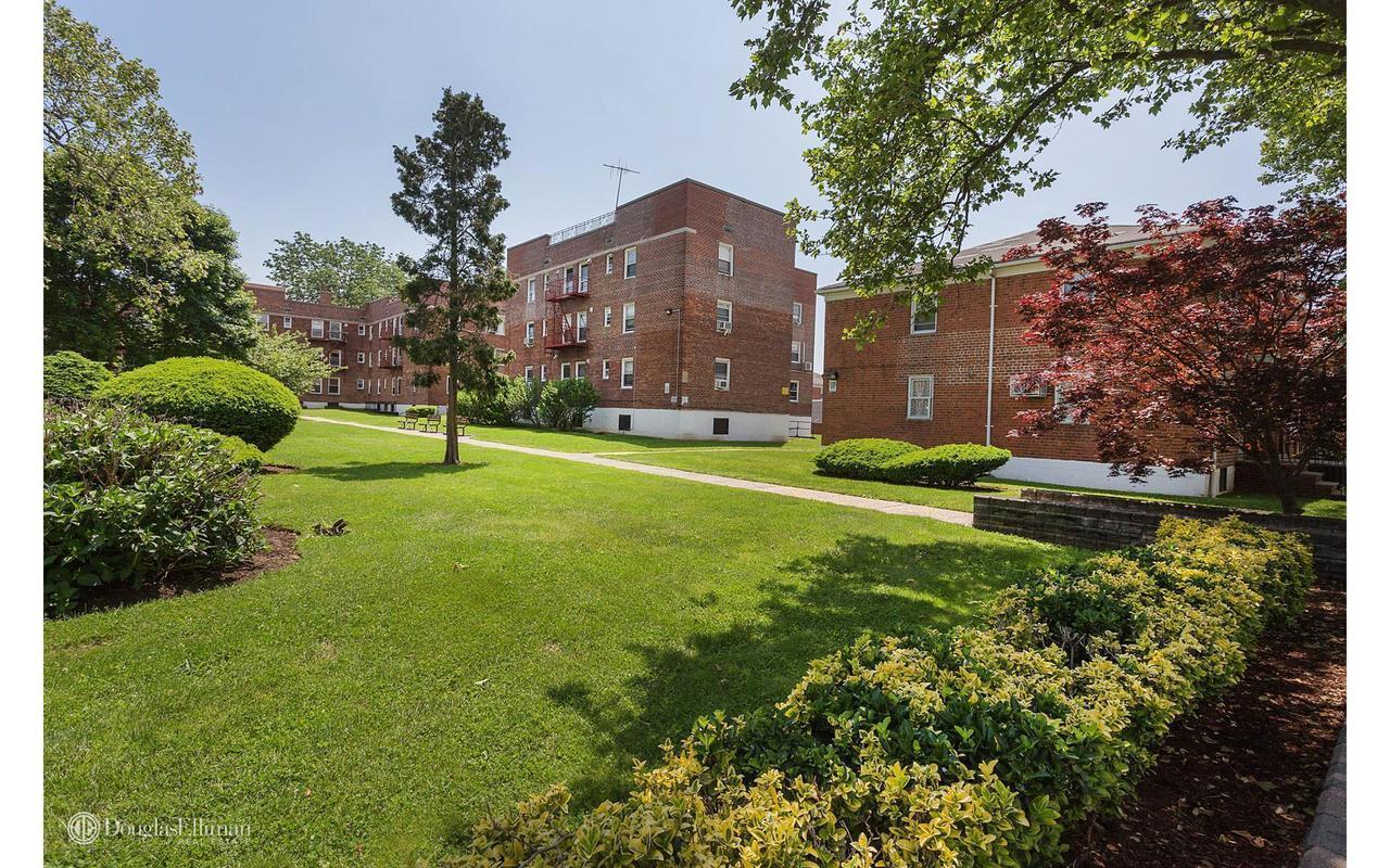 Streeteasy 138 22 68 Drive In Kew Gardens Hills 1 Sales Rentals Floorplans Streeteasy