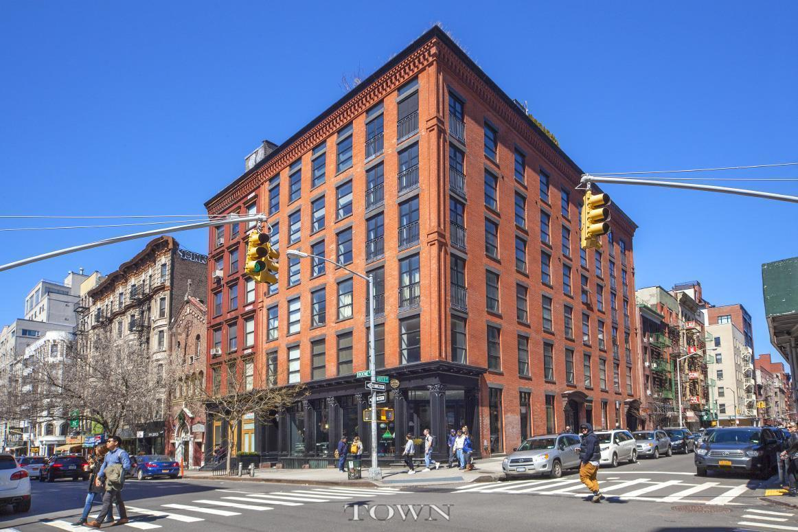 Streeteasy Brewster Carriage House At 374 Broome Street