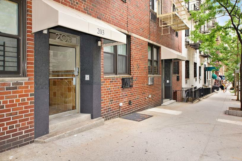 Streeteasy 203 East 89th Street In Yorkville 2b Sales