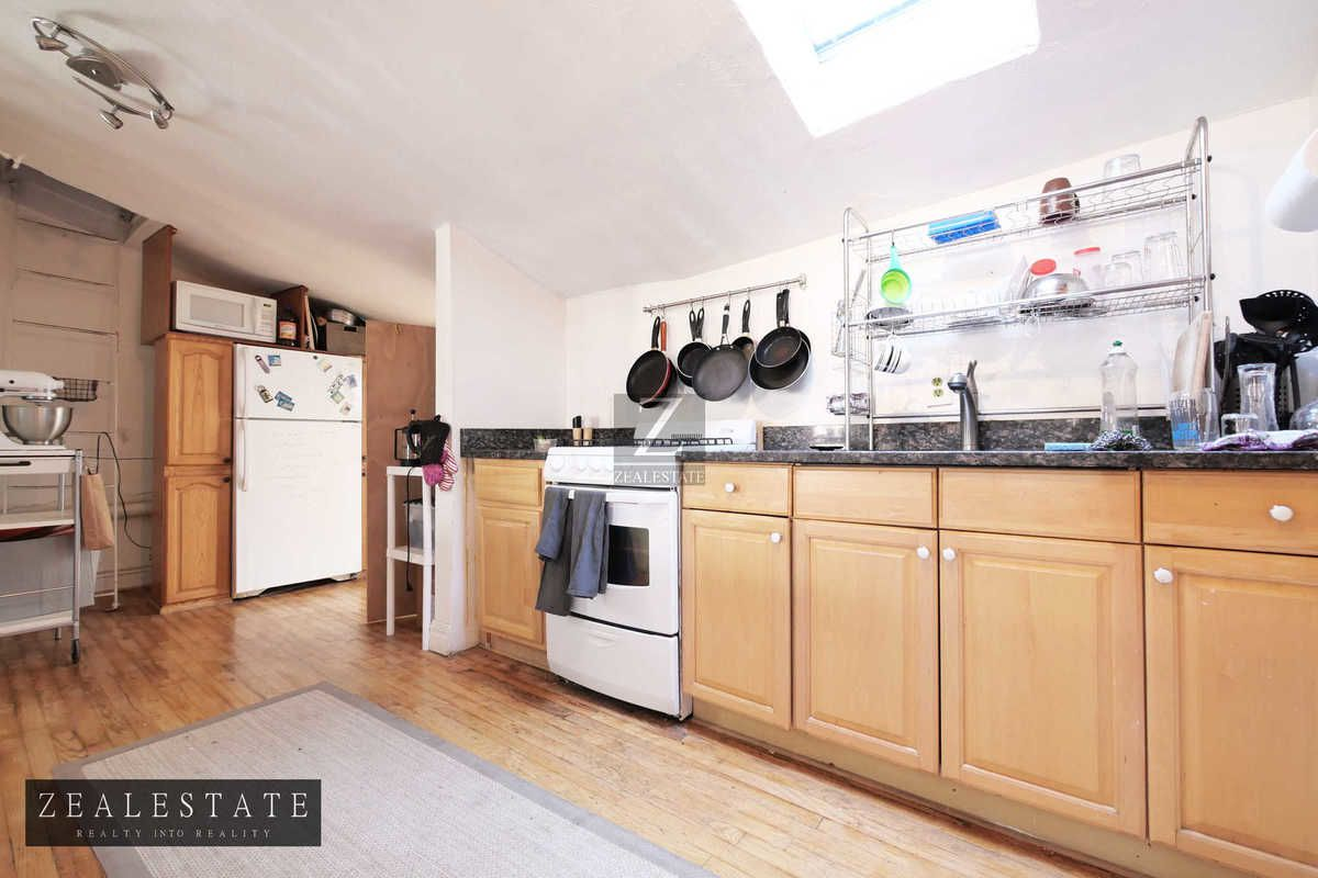 34 St James Place, Brooklyn, NY, 11205