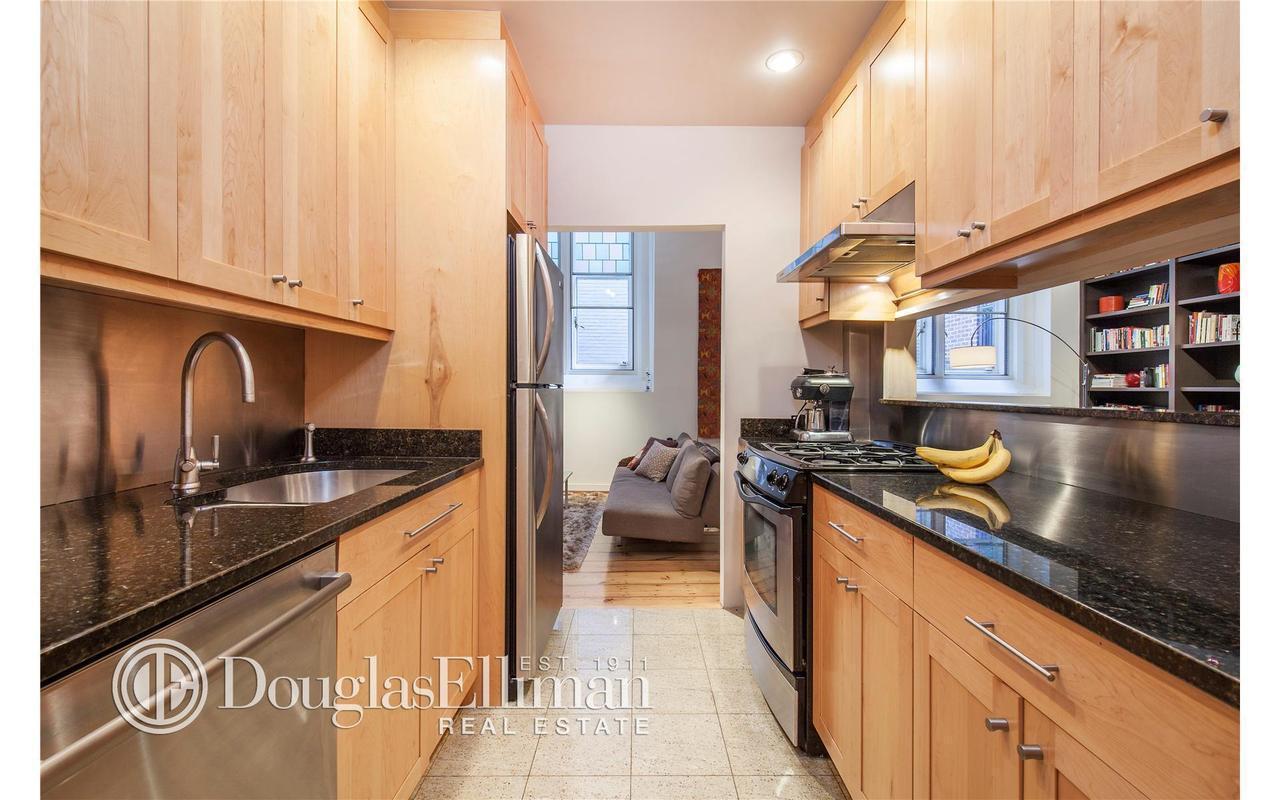 Streeteasy 99 clinton street in brooklyn heights 4 for 10 grand army plaza 2nd floor brooklyn ny 11238
